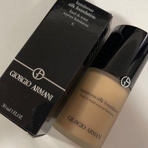 Giorgio Armani | Luminous Silk Foundation | 6